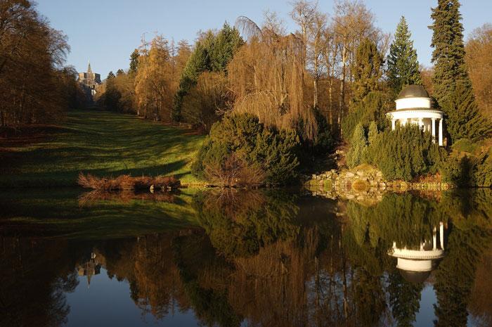 Foto, Blick die zentrale Achse im Bergpark Wilhelmshöhe hinauf